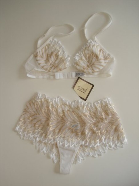 Item - White and Gold Lace Lingerie Set Size 1
