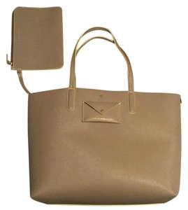 Marc Jacobs Tote in Taupe Gray. nterior Is Yellow