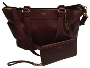 Fossil Tote in Maroon