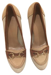 Gucci Suade Buckled Beige Pumps