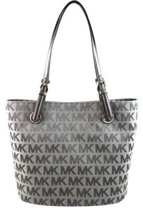 Michael Kors Jet Set Item Signature Tote in Gray