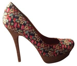 Jessica Simpson Floral Pumps