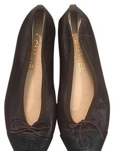 Chanel Brown/ black Flats