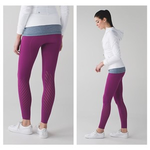 Lululemon SIZE SMALL NWT ENLIGHTEN TIGHT