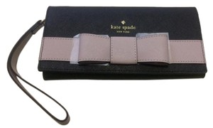 Kate Spade Wristlet in black and mousse frosting