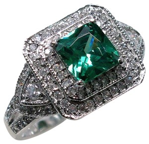 9.2.5 Stunning green emerald and white sapphire cocktail ring size 9