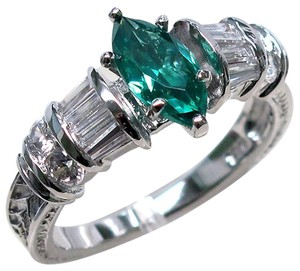 9.2.5 Stunning green emerald and white sapphire princess ring size 6