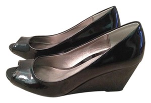 CL by Chinese Laundry Patent Faux Leather Preppy Classic Peep Toe BLACK Wedges
