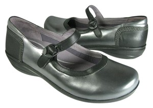 Dansko metallic pewter/ black Flats