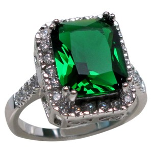 9.2.5 Beautiful huge emerald and white sapphire square cocktail ring size 8