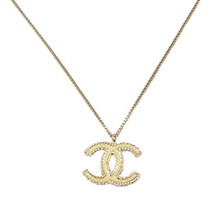 Chanel Chanel 12p Gold Tone Enamel Crystal Embellished Cc Logo Pendant Necklace