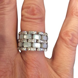 Custom made ring: 18K white gold diamond and mother of pearl