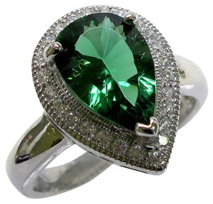 9.2.5 Gorgeous pear shape green emerald cocktail ring size 8