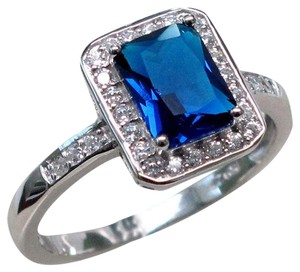 9.2.5 Beautiful dark blue topaz square ring size 7