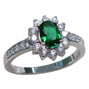 9.2.5 Classic green emerald cocktail ring size 7