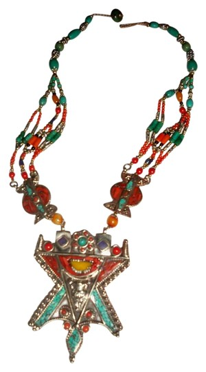 Preload https://img-static.tradesy.com/item/20086102/blue-red-turquoise-coral-silver-western-style-tribal-necklace-0-1-540-540.jpg