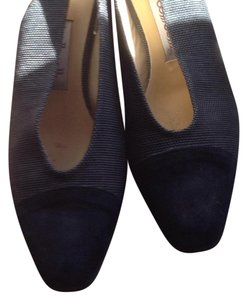 Bottecelli Italy. Charcoal gray with black. Pumps