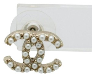 Chanel #9218 pearl cc gold hardware stud earring single