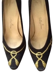 Caressa Black with golden embroidery. Pumps