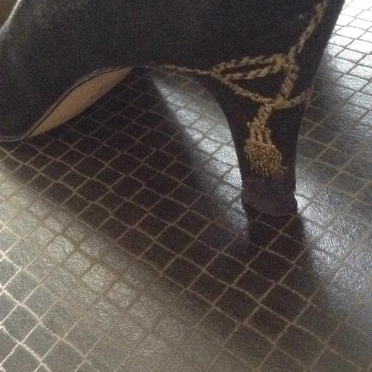 Caressa Black with golden embroidery. Pumps Image 3
