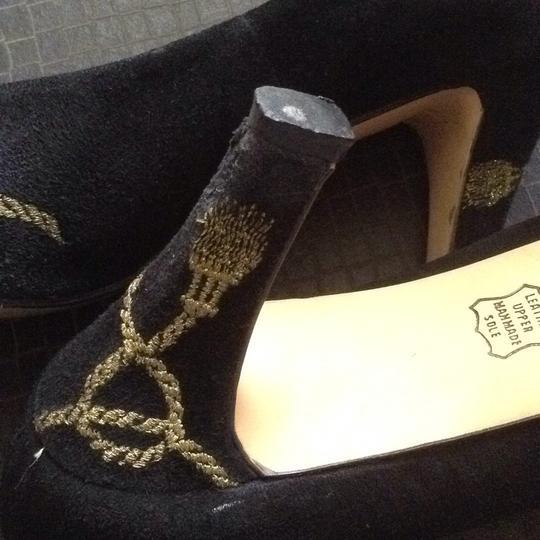 Caressa Black with golden embroidery. Pumps Image 7