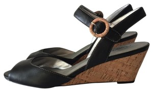 Trotters Black Wedges