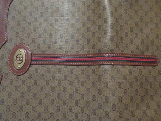 Gucci Great For Everyday Gold Hardware Popular Style Excellent Condition brown leather/small G logo print in shades of brown with red/green accents Messenger Bag Image 10