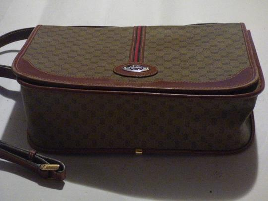 Gucci Great For Everyday Gold Hardware Popular Style Excellent Condition brown leather/small G logo print in shades of brown with red/green accents Messenger Bag Image 2