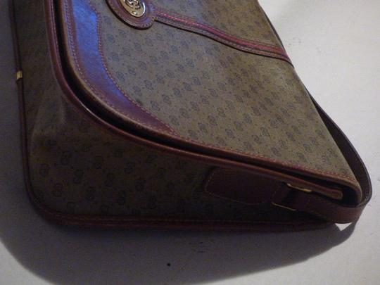 Gucci Great For Everyday Gold Hardware Popular Style Excellent Condition brown leather/small G logo print in shades of brown with red/green accents Messenger Bag Image 3