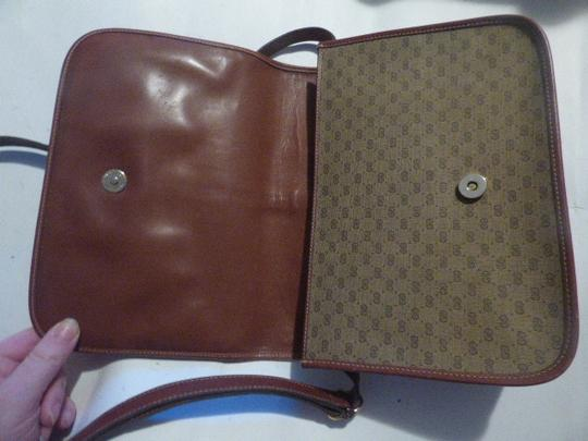 Gucci Great For Everyday Gold Hardware Popular Style Excellent Condition brown leather/small G logo print in shades of brown with red/green accents Messenger Bag Image 7