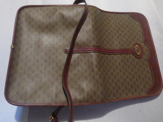 Gucci Great For Everyday Gold Hardware Popular Style Excellent Condition brown leather/small G logo print in shades of brown with red/green accents Messenger Bag Image 8