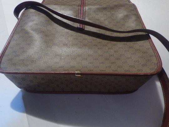 Gucci Great For Everyday Gold Hardware Popular Style Excellent Condition brown leather/small G logo print in shades of brown with red/green accents Messenger Bag Image 9