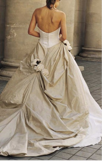 Justina McCaffrey Pearl Pebble Ivory Silk Taffeta Silk Satin Theo 1619 Ballgown 6/8 Traditional Wedding Dress Size 6 (S) Image 2