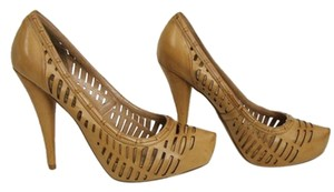 Jessica Simpson light tan Pumps