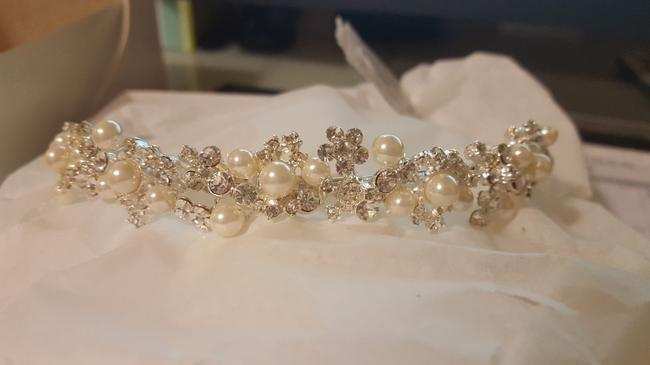 Item - Silver Crystal Stone and Ivory Pearls Headpiece Hair Accessory