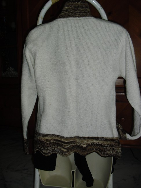 Discovery Sweater Image 4