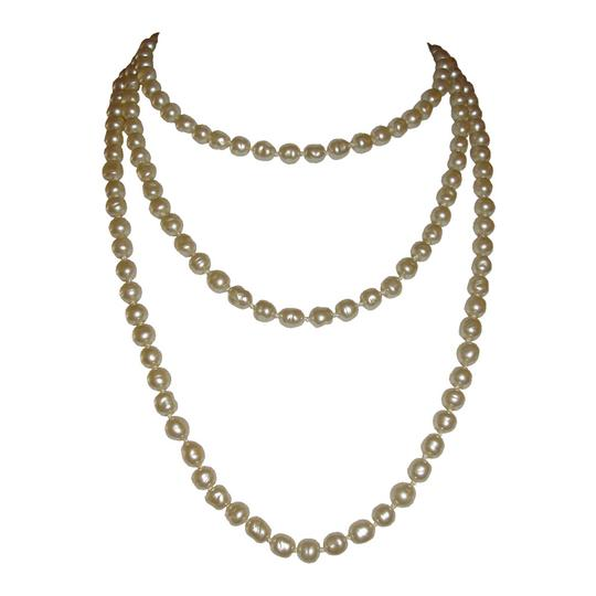 Preload https://img-static.tradesy.com/item/20092183/chanel-off-white-baroque-pearl-flapper-necklace-0-0-540-540.jpg