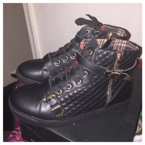 Henry Ferrera Black and gold Athletic