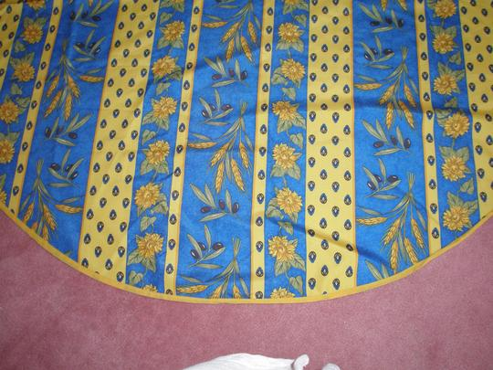 PARIS, FRANCE FRENCH ! EXCELLENT CONDITION- AUTHENTIC PROVENCE TABLECLOTH Image 3