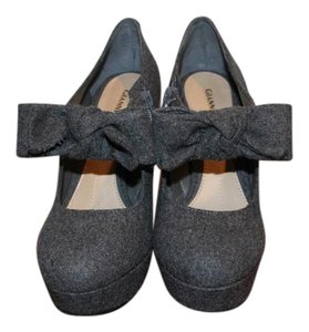 Gianni Bini Aribella Bow Heels Grey Platforms