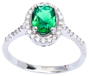 9.2.5 Gorgeous green emerald oval cocktail ring size 7