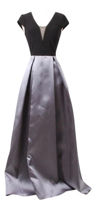 Item - Black and Silver Gown Xs7994 Long Formal Dress Size 6 (S)