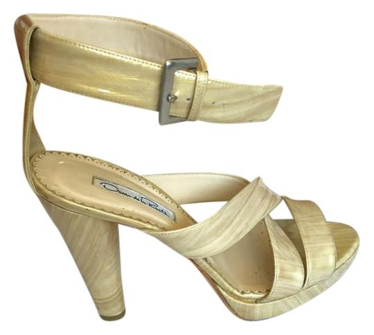 Preload https://img-static.tradesy.com/item/20096573/oscar-de-la-renta-beige-patent-leather-strappy-cage-heel-pumps-size-us-9-0-1-540-540.jpg