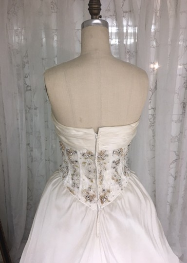 Stephen Yearick Offwhite Multi White Organza Tulle 2483 3d Ballgown Beaded Bodice Strapless Sweetheart Traditional Wedding Dress Size 6 (S) Image 9