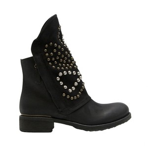 Rocker Distressed Leather Black Boots