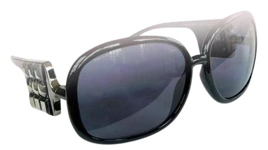 Preload https://img-static.tradesy.com/item/20097879/burberry-black-oversized-studded-sunglasses-0-1-540-540.jpg