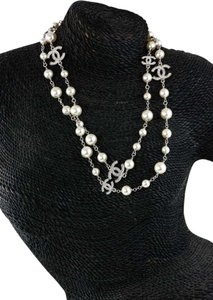 Chanel Collier / Argent Blanc Nacre Necklace.