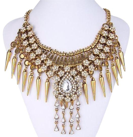 Preload https://img-static.tradesy.com/item/20098610/gold-statement-necklace-0-1-540-540.jpg