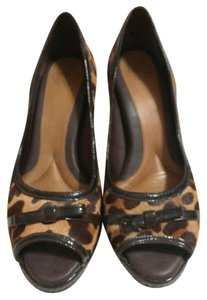 brown gold Pumps