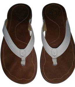 Olukai Leather Flip Flops Hawaiian Designer white Flats